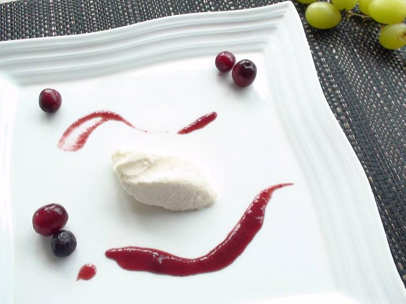 夏の薬膳レシピ④『マスカルポーネクリーム 竜眼肉とベリーのソース』| キレイで簡単★フレンチ薬膳で食べて健康ダイエット