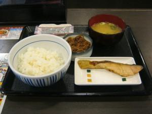 低カロリー高タンパクな健康ダイエットフードを探せ!Vol.20『牛鮭朝定食 [なか卯] 』