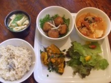 室谷真由美のビューティーフード・レポ vol.1 『なぎ食堂』 | マクロビ・ベジレストランで外食ダイエット