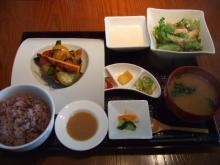 室谷真由美のビューティーフード・レポ 『春秋ユラリ』 | 恵比寿のマクロビ・ベジレストランで外食ダイエット