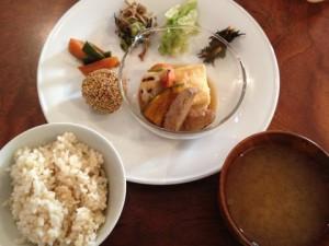 室谷真由美のビューティーフード・レポ 『キッチンわたりがらす』 | 恵比寿のマクロビ・ベジレストランで外食ダイエット